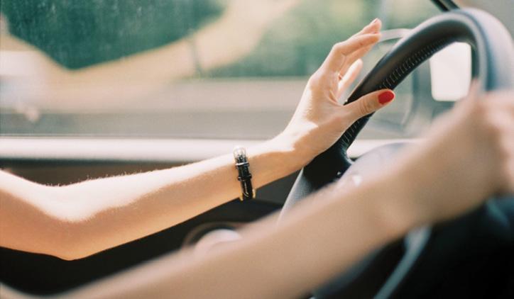 MULHERES NA DIREÇÃO… Quem dirige melhor ? O homem ou a mulher?